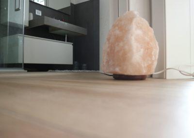 dettaglio-pavimento-bagno-gres-effetto-legno
