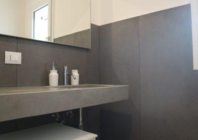 rivestimento-bagno-gres-effetto-cemento