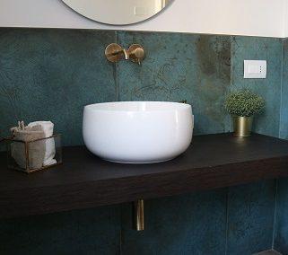 La casa di A&A: bagni moderni e grandi formati