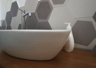 dettaglio-lavabo-esterno-rivestimento-esagonale