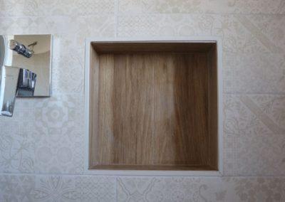 nicchia-interno-doccia-gres-effetto-legno