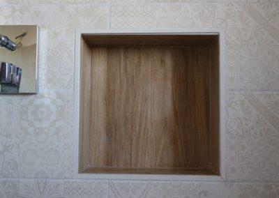 nicchia-parete-doccia-effetto-legno