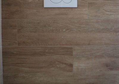 parete-bagno-gres-effetto-legno