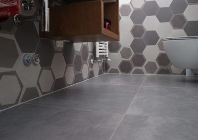 pavimento-rivestimento-bagno-piastrelle-effetto-cemento