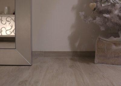 pavimento-effetto-legno-grigio-chiaro