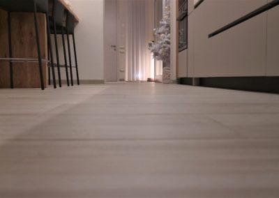 pavimento-gres-effetto-legno-bianco