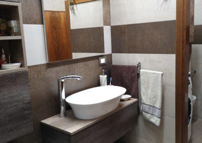mobile-bagno-effetto-legno-marrone