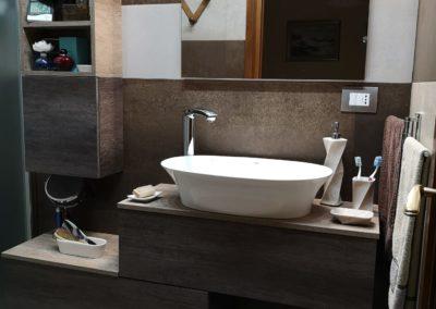 mobile-bagno-marrone-effetto-legno