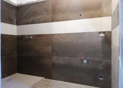parete-bagno-color-marrone-rame