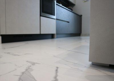 dettaglio-pavimento-effetto-marmo-gres-opaco
