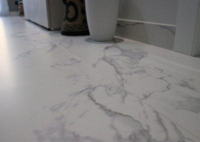 dettaglio-superficie-gres-effetto-marmo-opaco