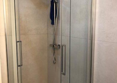 doccia-con-rivestimento-grandi-lastre