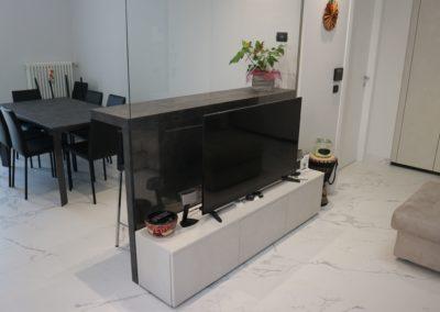 soggiorno-moderno-bianco-grigio