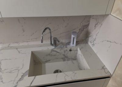 lavabo cucina realizzato con gres effetto marmo