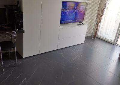 pavimento soggiorno effetto marmo color grafite