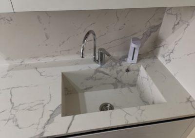 top e lavabo cucina con gres effetto marmo