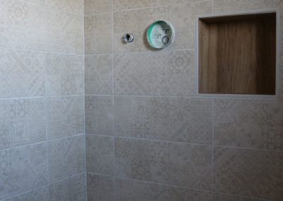 rivestimento doccia piastrelle beige