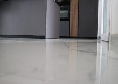 dettaglio pavimento in gres effetto marmo lucido