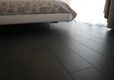 pavimento gres effetto legno marrone scuro