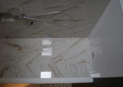 rivestimento doccia effetto marmo