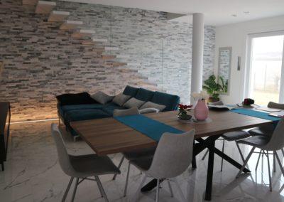 salone moderno ed elegante con pavimento effetto marmo