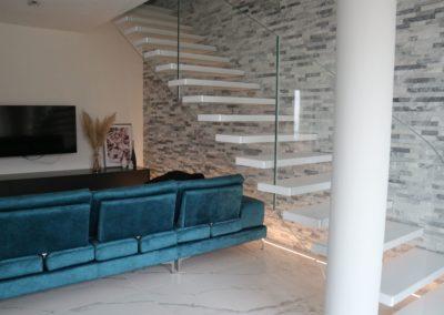 soggiorno-moderno-pavimento-effetto-marmo