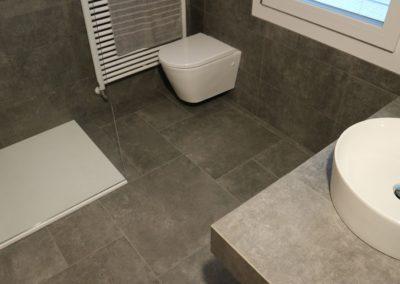 bagno gres grigio effetto pietra