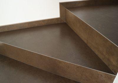 gradini con piastrelle in gres effetto ruggine